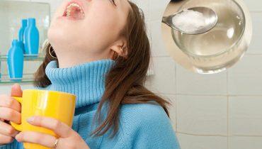 Bị nhiệt miệng có nên súc miệng bằng nước muối