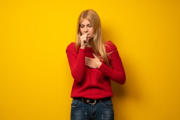 Viêm phổi không sốt có triệu chứng gì? Nguyên nhân, cách điều trị