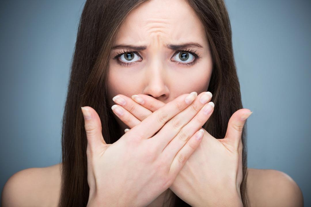 Cách điều trị hơi thở có mùi hôi thối tại nhà hiệu quả